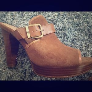 Beautiful Ugg Suede Mules Sandals size 10